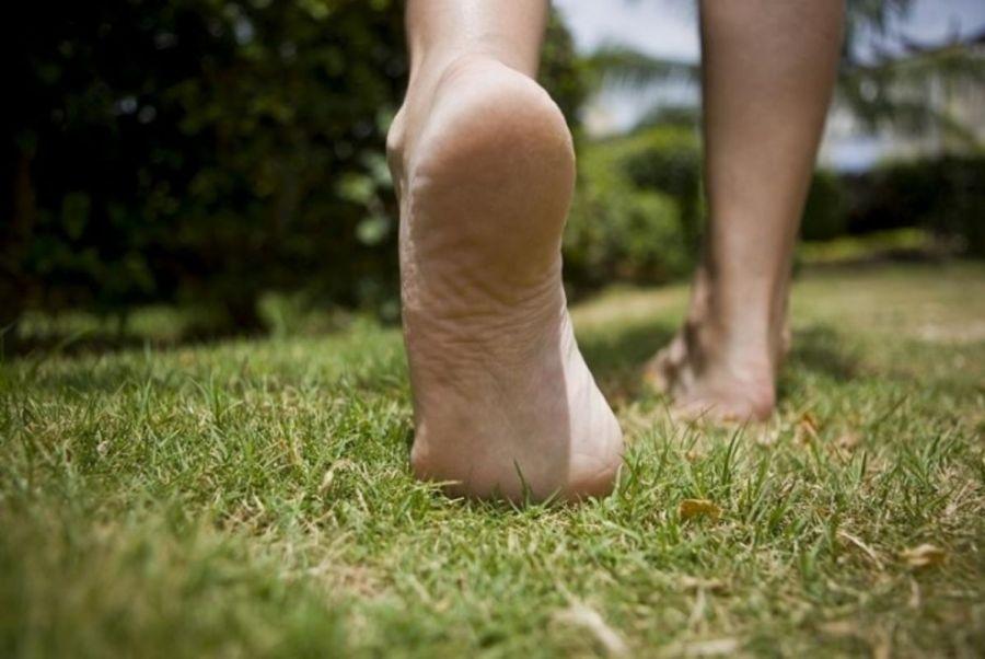 2707345255441-health-benefits-of-walking-barefoot-jpg